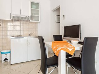 Bright Studio Pave Apartment, Kastel Gomilica
