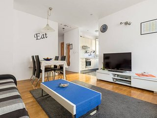 Modern Apartment Pave well Located