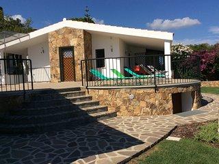Villa Tavolara, sulla spiaggia con vista mare e parco privato