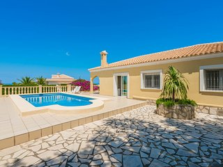 Villa Dénia, Costa Blanca, 6  personnes, 2 cuisines, garage parking, belle vue.