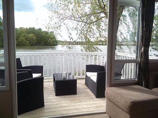 Stunning lakeview caravan at Tattershall lakes with private garden & fishing peg