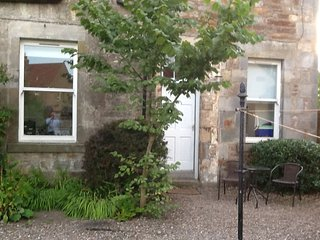 Elms Garden Apartment, Elie