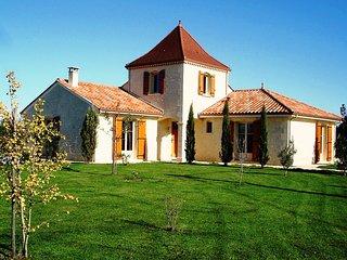 Maison Larnolia sfeervolle vakantiewoning met privé zwembad en Wifi, Saint-Medard-d'Excideuil