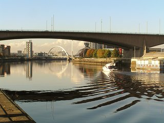 Riverside homely comfortable luxury city apartment close to SECC city centre etc, Glasgow