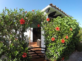 Beautiful bungalow just 1 minute from the beach!, Cala'n Bosch