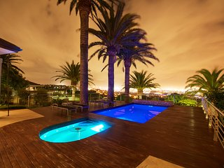 Pool & Jacuzzi deck with view