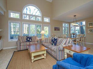 7636 Huntington- 5 Bedrooms & Quick walk to the Beach- Beautiful!, Hilton Head