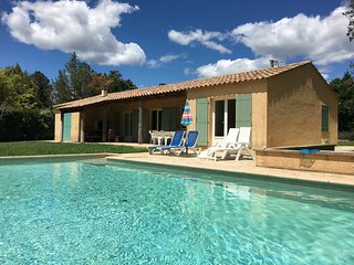 Uzes: great house, heated pool 10x5, 8 persons, walking distance center town.