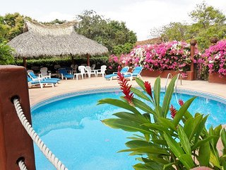 Lovely 1BR. Villa Apartment - Stunning Ocean Views - Pool, Ixtapa
