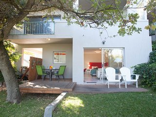 Studio Eleven on Comrie, Camps Bay,Pool,Free Wifi