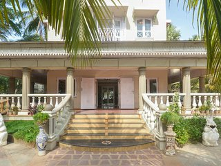 Luxuriously furnished sea facing villa in mumbai, Bombay