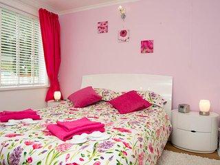 Double bedroom 5ft wide bed