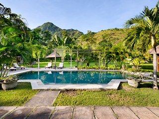 swimmingpool in front of the villa