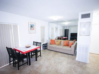 Nice Apartment closed to the beach & Shops, Sunny Isles Beach