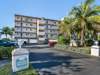 Gulf Front Fort Myers Beach Condo!  LOW PRICES!  Screened in water view balcony!