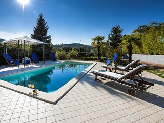 Beautiful Villa Vicencin with Swimming Pool, Play Room and BBQ