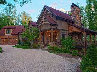 Mountain Luxury at its Finest - Homestead Lodge at Eagles Nest - 7200sf, 6BR, Banner Elk