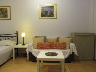 The Lovely Kolonaki Studio, Location, Free Transfer