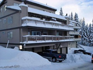 Ski In/Out on Stagecoach Run at Heavenly!  New Years open!  Sleeps 20!