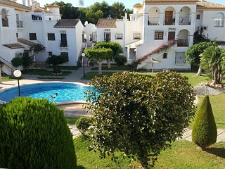 Location! Location! Location! Beautiful Apt. Close to the Beach and Amenities, Playa Flamenca