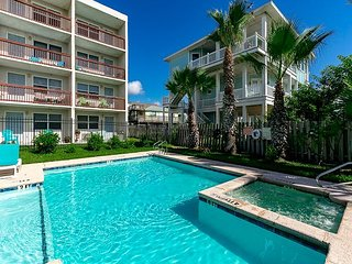 Upgraded Port A Studio at Seabreeze – Walk to Beach and Horace Caldwell Pier!