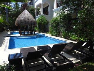 """Shangrila Beach"", Lovely condo One Bedroom close to the beach"