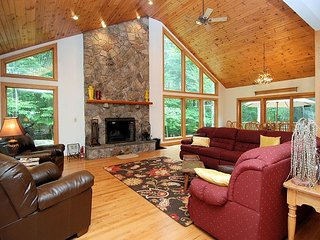True 'Mountain Majesty' Tucked in the Woods at Timberline Resort!