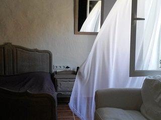 Eleonore bernair, Es Castell