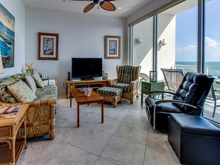 Spectacular waterfront luxury coastal condo with shared pools & hot tub!, Tiki Island