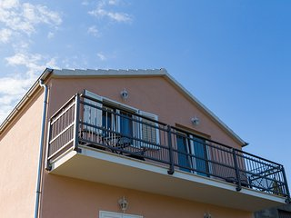 Apartments Memunic - One Bedroom Apartment with Balcony and Sea View (CRVENI)