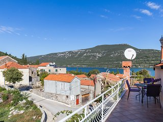 Apartments Memunić-Comfort One Bedroom Apartment with Balcony and Sea View, Ston