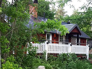 Cosy minivilla in  nice and quiet scenery  ca 40 km from Stockholm Centre