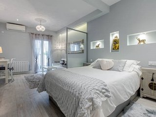 CENTER, SOL area, Gorgeous Boutique Studio w/ WIFI&AC en Barrio de las Letras, Madrid