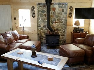 Chester's Cabin, Charming, Updated, A/C, Wifi, Fishing, Hiking, Ski & Mt Rainier, Packwood