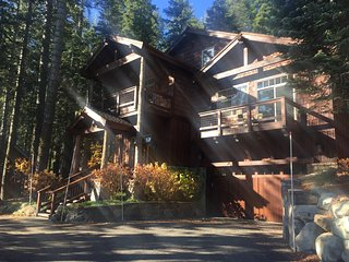 Mountain Modern Beauty in Tahoe Donner!, Truckee