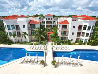 Playacar 3 Bedroom Luxury Condo on the Golf Course and Near the Beach - Reef 102
