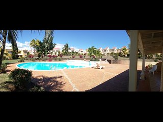 Duplex 'Residence Beau Soleil' avec piscine, grand jardin et tennis.