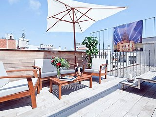 Rooftop Pool Apartment in Barcelona Center for 8