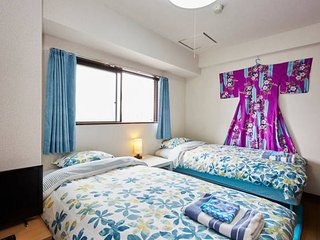 SUNNY 2BR. TRAIN-1min! AIRPORT DIRECT. Great Food Area!!, Arakawa