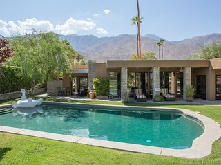 A LUXURY HOME (SUNRISE + POOL + PRIVACY + BKF opt), Palm Springs