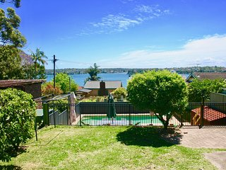 Bundeena Base Art House - Beaches, BBQ & Heated Pool
