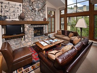 Luxury Townhome Ski-in Ski-out Includes Shared Hot Tub., Beaver Creek
