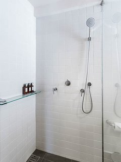 Shower - twin bedroom