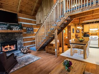 Rustic Pigeon Forge Cabin near everything