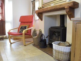 Brookside Cottage, Shorwell - cosy wood burner & fuel provided in winter months