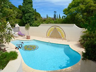 STYLISH FAMILY FRIENDLY VILLA WITH POOL IN MONTPELLIER, Castelnau-le-Lez