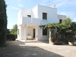 Villa Grande Giardino - sandy beach at 350 m walking distance -pets allowed, Torre Santa Sabina