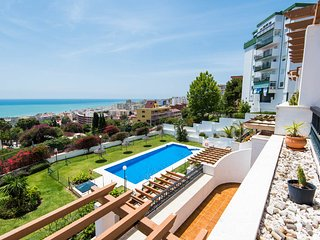 Torremolinos, Sunny apartment with great sea view