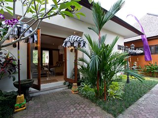 Indah1: Deluxe Riverside Villa with private Pool and FREE Breakfast!