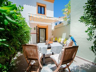 Small cozy villa luxuriously renovated, ideal for family vacation., Puerto Jose Banus